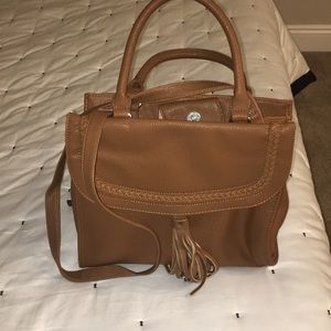 Nine West purse. Excellent condition .